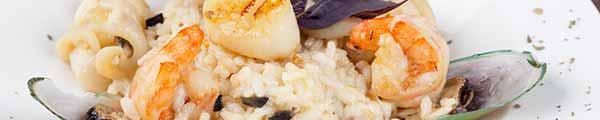 Asiatische Reis und Nudelgerichte